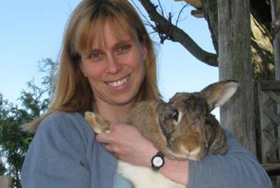 Debra Tacium est Co-propriétaire et fait partie de l'équipe à la Clinique vétérinaire des petits animaux de l'Estrie